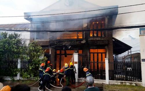 Vụ cháy 2 người chết ở SG: Nhiều người nhảy lầu thoát thân