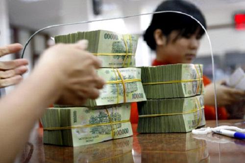 Một số ngân hàng bất ngờ giảm lãi suất tiền gửi dài hạn